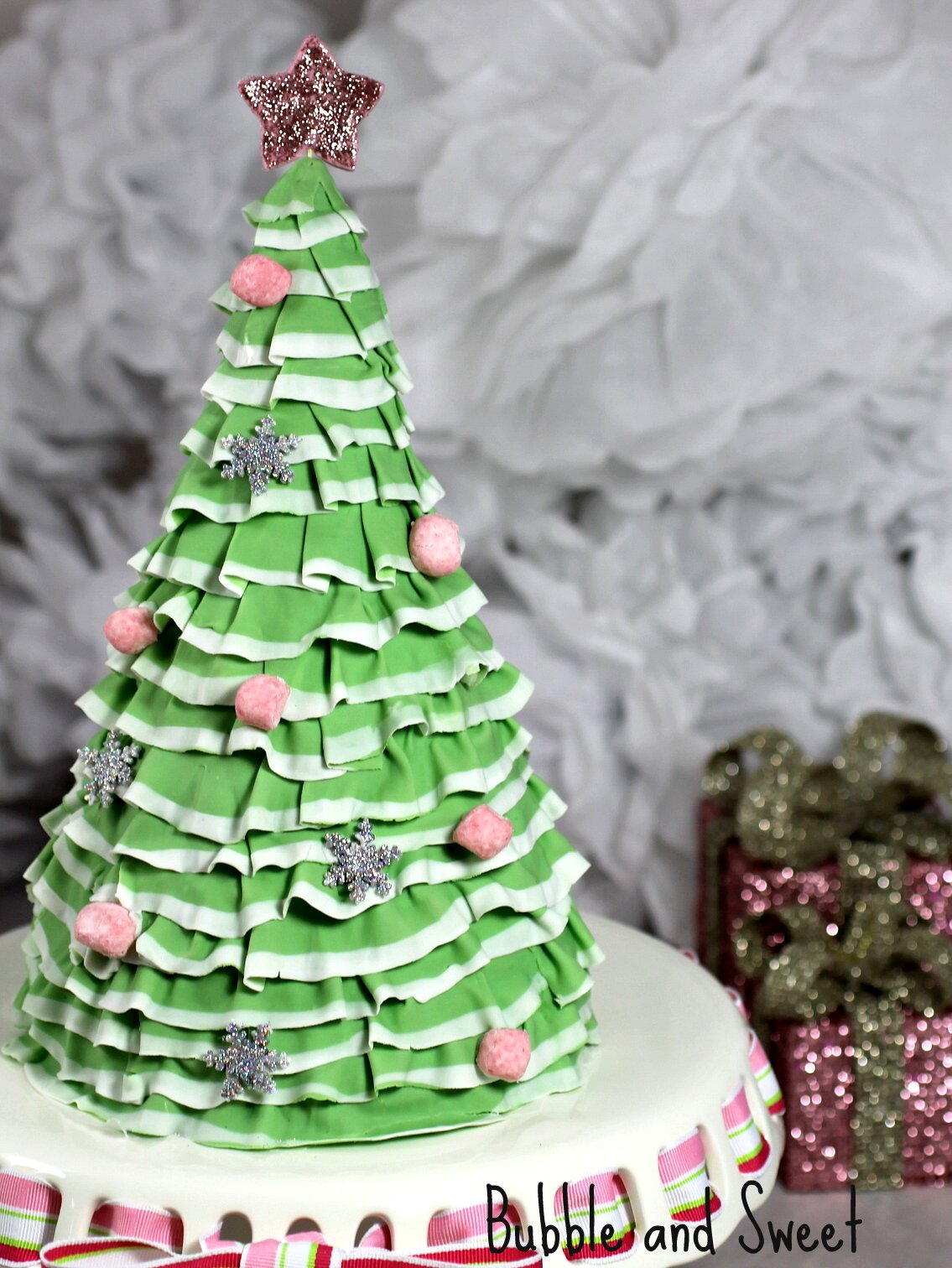 Images Of Christmas Tree Cake : Bubble and Sweet: Pretty Layered Ruffle Christmas Tree ...
