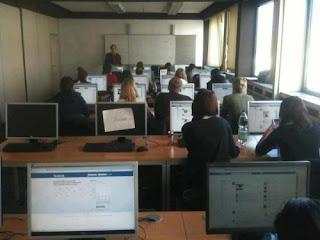alle surfen auf facebook während des Unterrichts