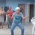 Una abuelita cubana que  tiene ¨tumbao¨.