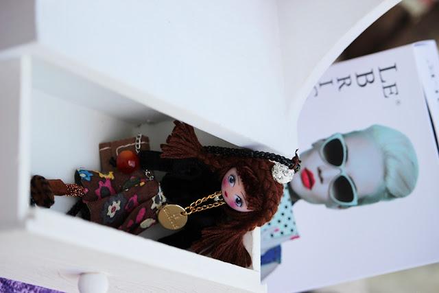 collana con bambola hse24