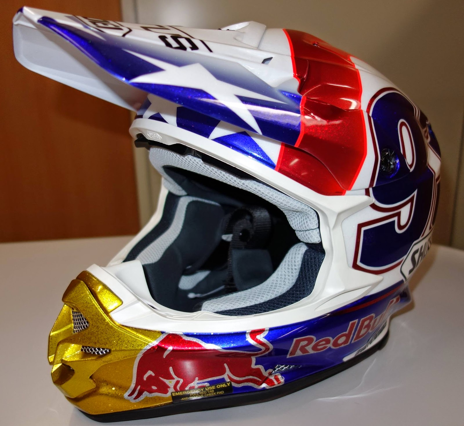 Racing helmets garage shoei vfx w m m rquez for Dirt track garage