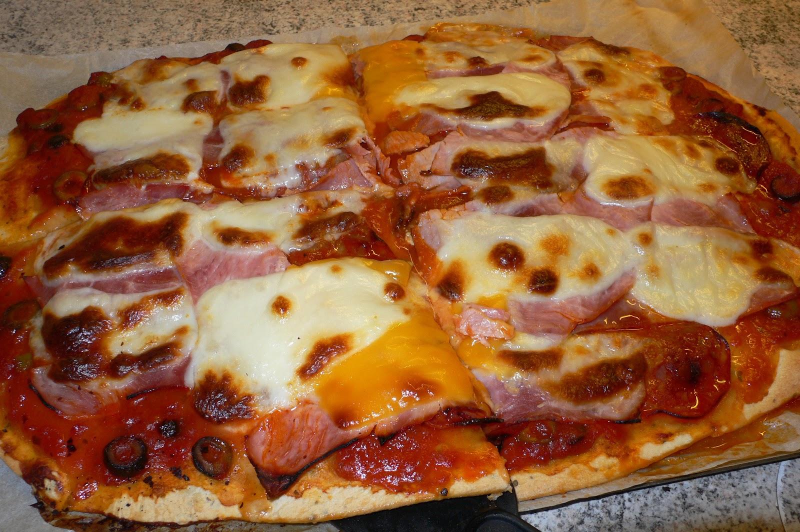 pizza jambon chorizo et mozzarella