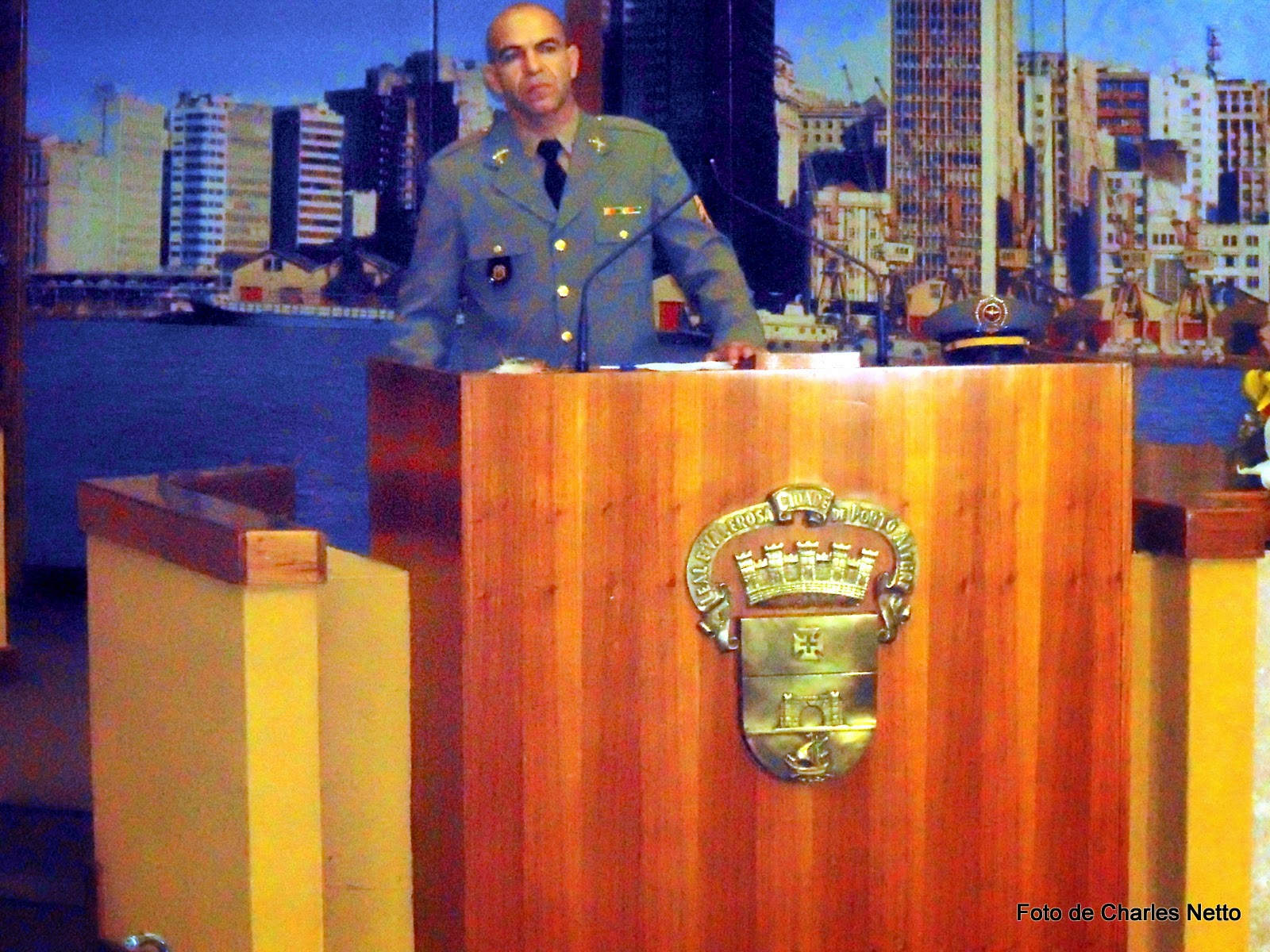 Foto de Autoria de Charles Netto que registrou o1º Sgt Marco Rodrigues na Câmara de Vereadores de PoA, RS/BR