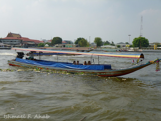 Small boat on Chao Phraya River