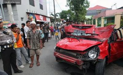 kecelakaan honda jazz di makassar - Reski Ramadani