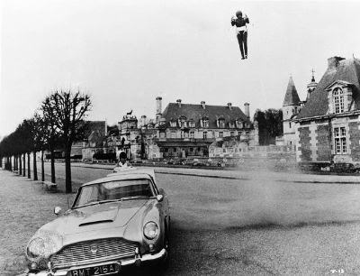 Sean Conneryu0027s Memorable Aerial Entrance To His DB5 In 1965u0027s Thunderball