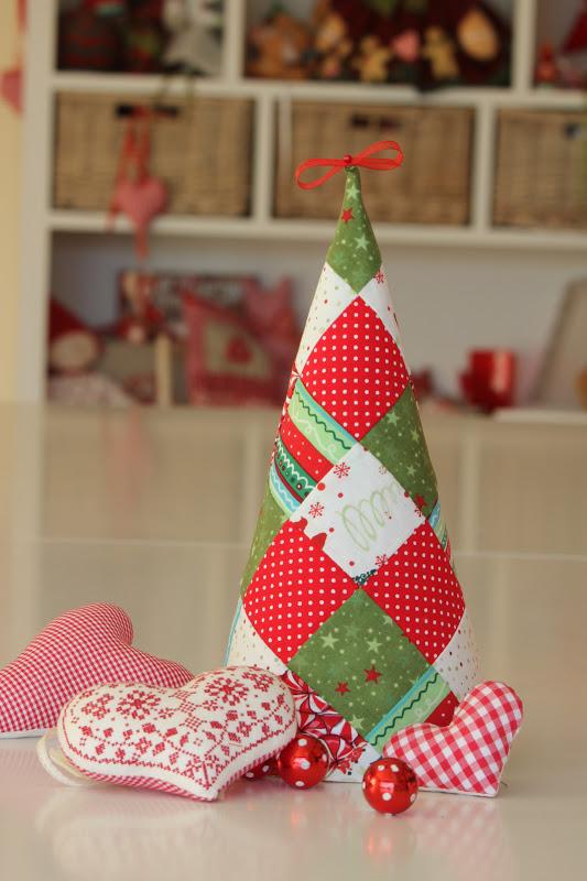 este es uno de mis rboles preferidos para estas navidades lo hizo mara e hizo una combinacin de telas de lo ms acertadas en la que slo algunas tienen