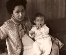 1970 Julie met laatste baby