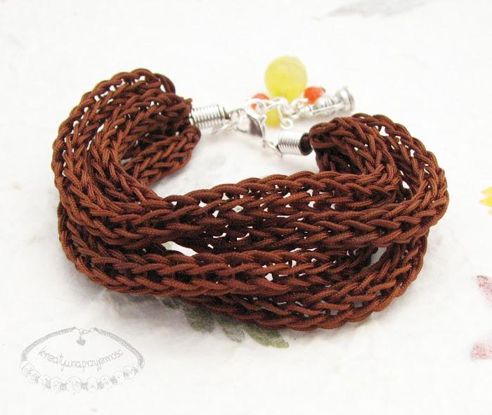 Bransoletki wyplecione z nylonowego połyskliwego sznurka 6