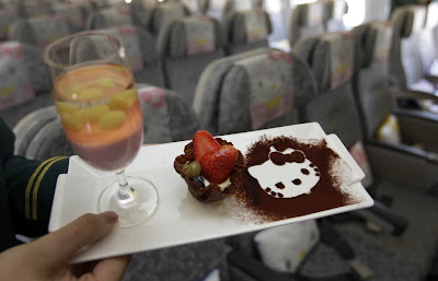 comida de avion hello kitty