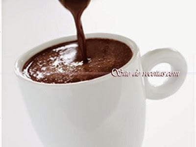 Chocolate quente com biomassa de banana verde