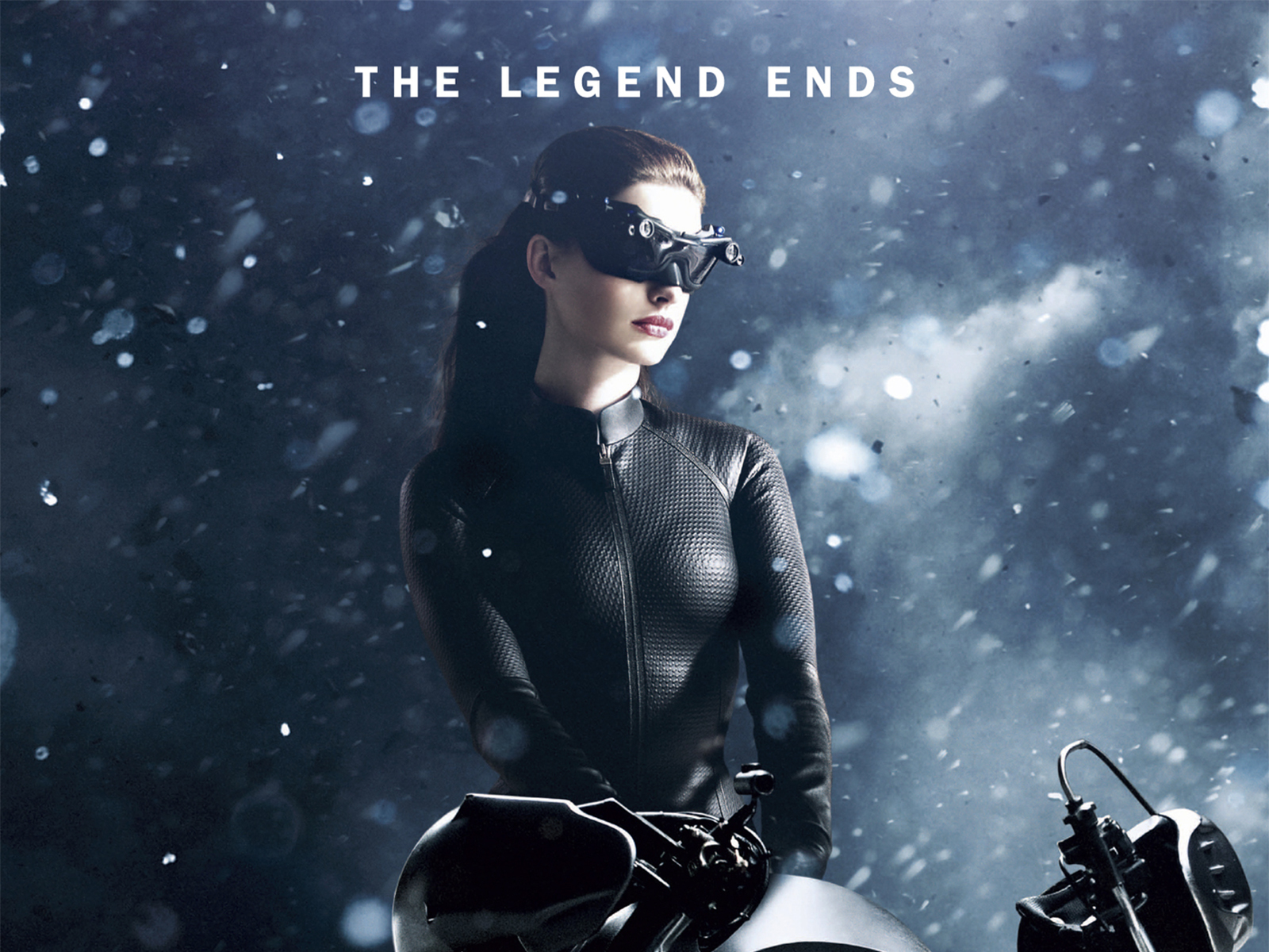 http://2.bp.blogspot.com/-ekDDpciA4Kc/UAy7ONnZZbI/AAAAAAAAF_8/gM3fc_jbOHo/s1600/the-dark-knight-rises--cat-woman-and-bike-wallpapers_33665_1600x1200.jpg