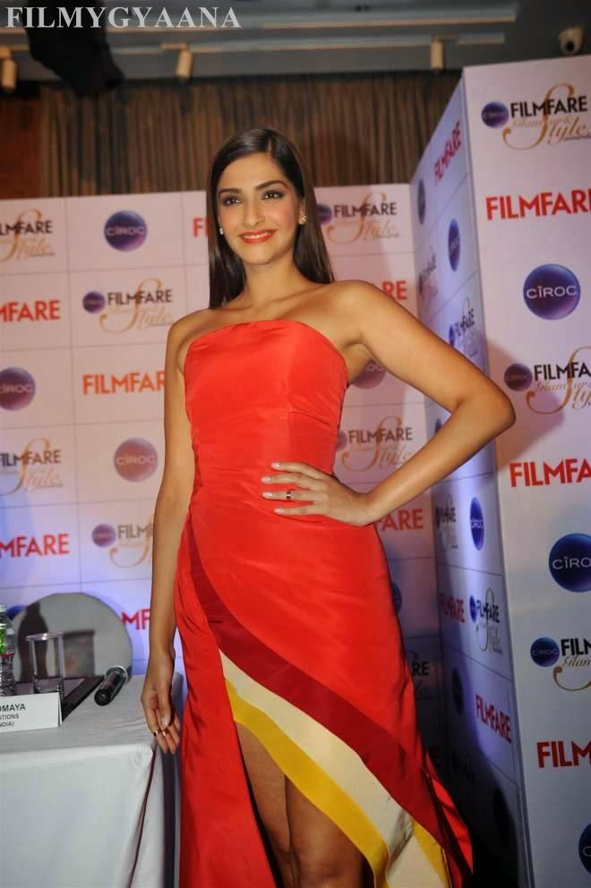sonam kapoor latest thigh show pics