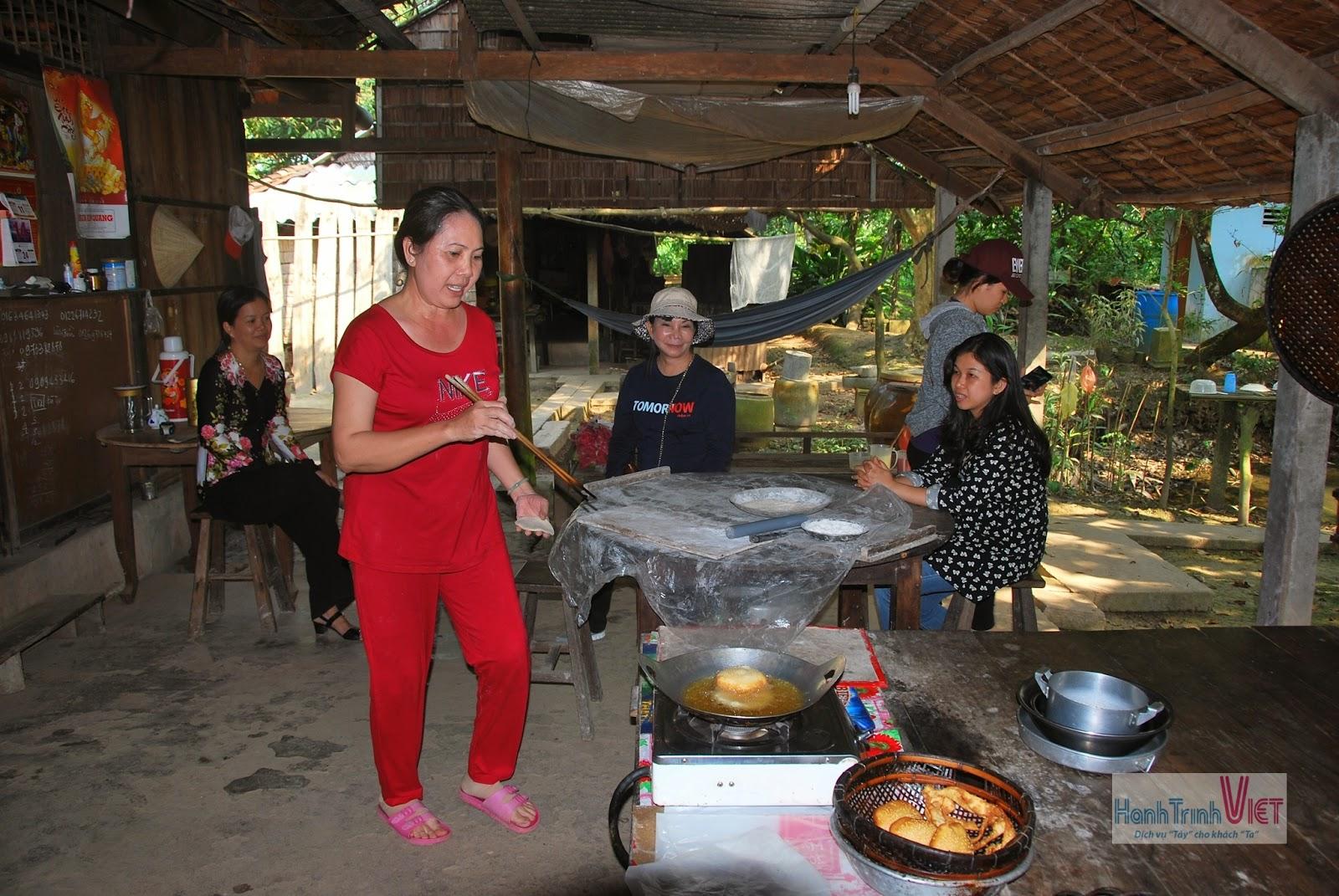 Tham quan lò bánh Tiêu ở Cái Bè, Tiền Giang