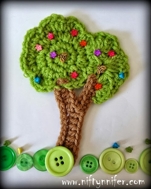 http://www.niftynnifer.com/2014/03/free-crochet-tree-motif-embellishment.html