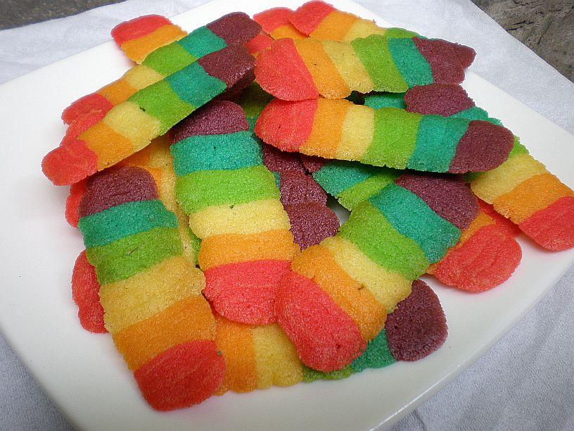 Resep Kue Lidah Kucing Rainbow   Cara membuat kue Lidah Kucing Rainbow