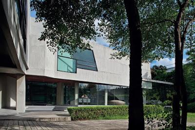 Transverse Konvergence House 8