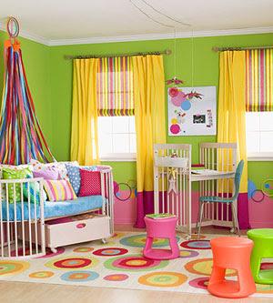 Ni o en casa c mo decorar un dormitorio para ni os for Rainbow wallpaper for kids room