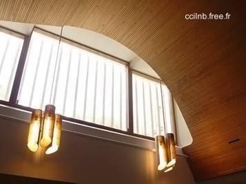 Vista del techo en el interior de la moderna casa diseñada por Aalto