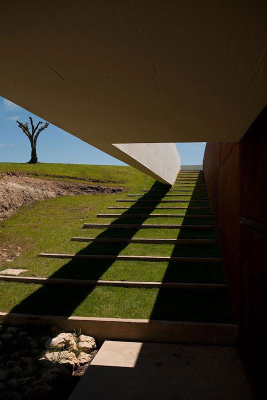 La casa que se fundi con la naturaleza por topos atelier - Atelier arquitectura ...