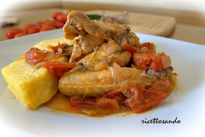 Pollo alla cacciatora ricetta di carne di pollo stufata in salsa