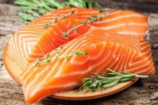 makan daging segar ikan salmon enak lezat