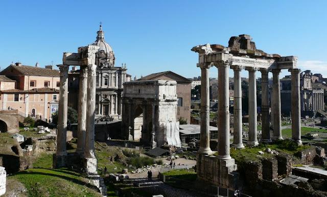 Do dziś zachowało się sporo budowli w Forum Romanum