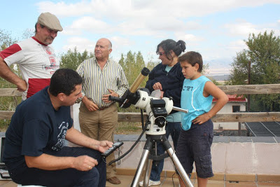 Observación astronómica con telescopio solar en Camping La Lomilla