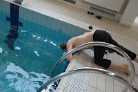 Odsłuch muzyki w basenie :)