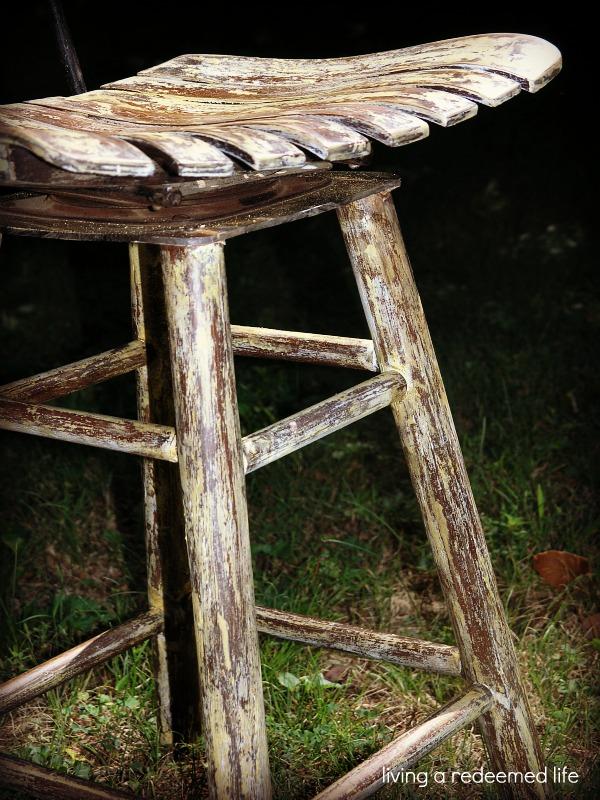 living a redeemed life Antique Wooden Bar Stool : woodchair2 from livingaredeemedlife.blogspot.com size 600 x 800 jpeg 186kB