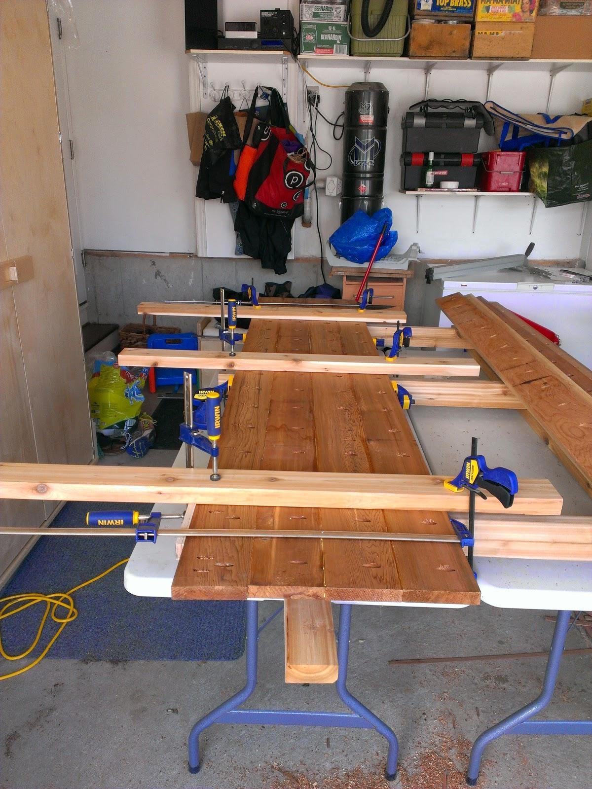 table de patio en c dre ch rie a va couper. Black Bedroom Furniture Sets. Home Design Ideas