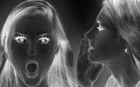 Wanita boleh menyimpan rahsia tidak lebih daripada 32 minit