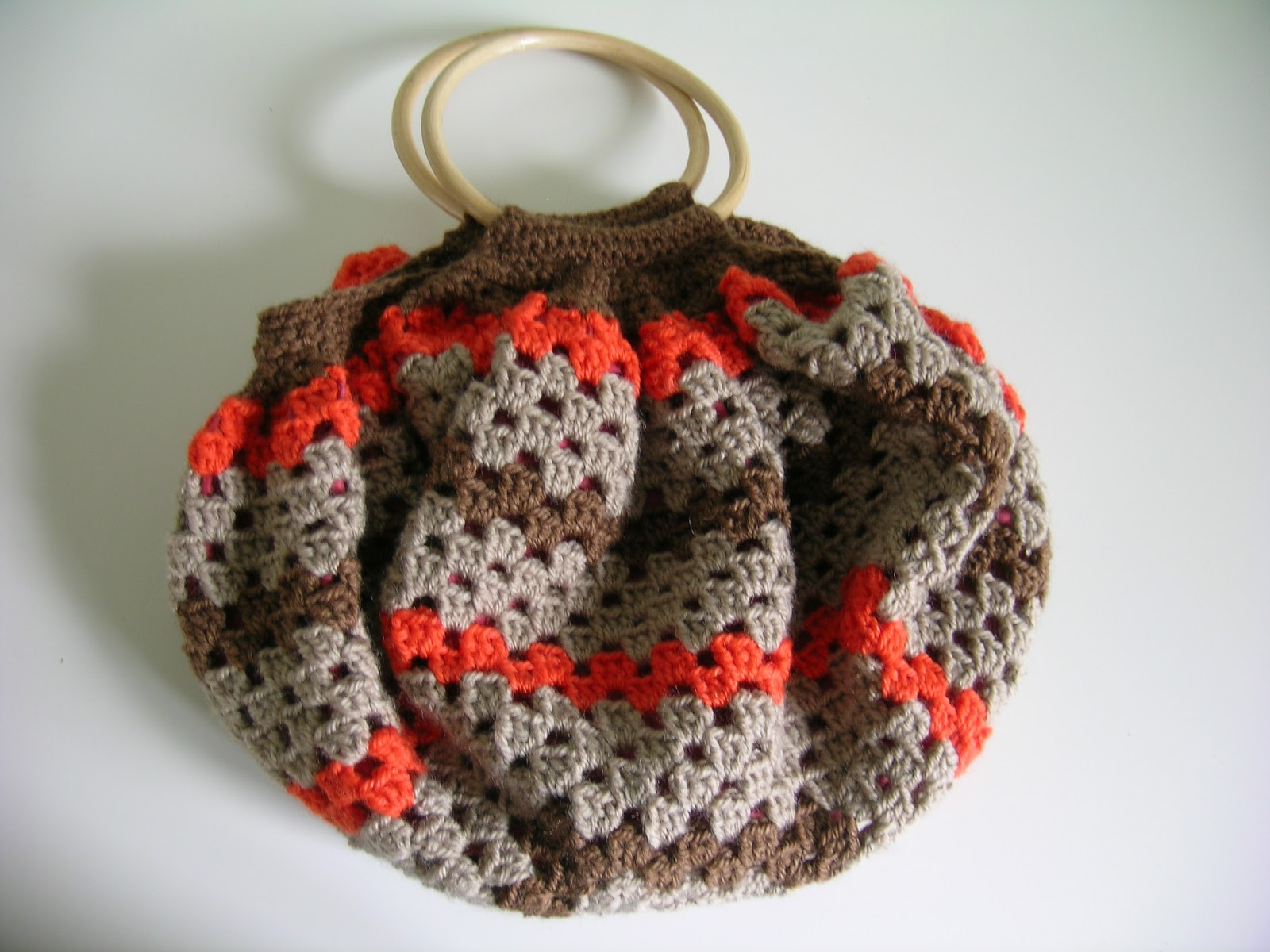 Double clic et vieilles dentelles sac boule au crochet - Tuto pour creer un sac en crochet ...