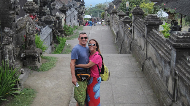 Yayo y Macarena en Pura Besakih