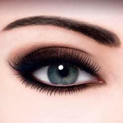 ojo con maquillaje difuminado para salir de fiesta