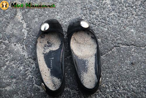 Sapatos Cheios de Areia