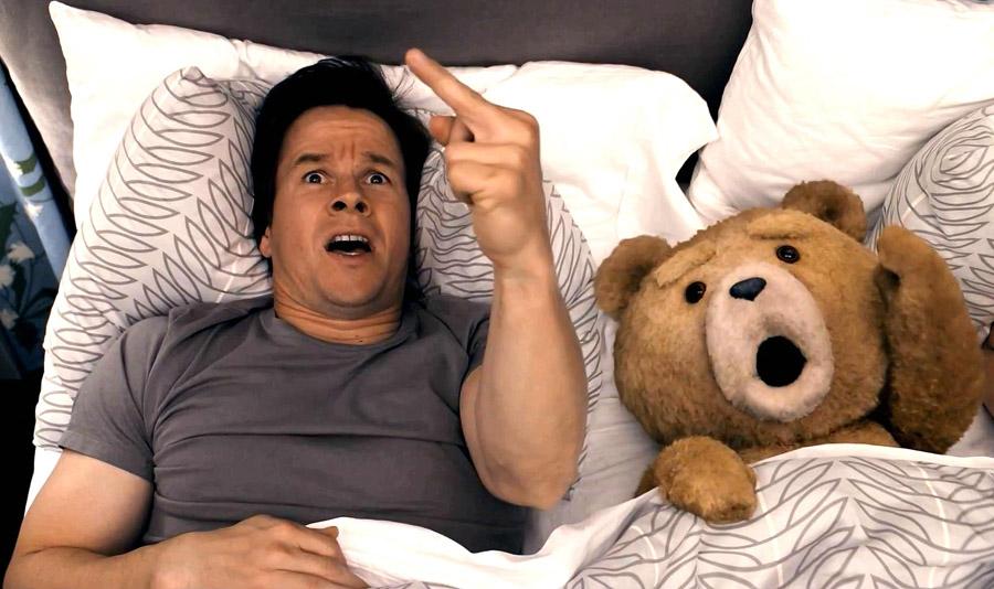 Ted en la cama