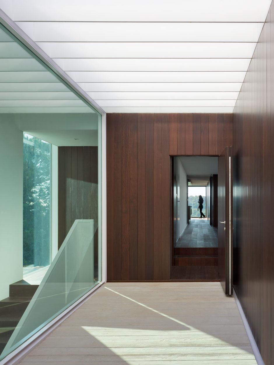 Casas minimalistas y modernas pasillos modernos y - Alfombras para pasillos modernas ...