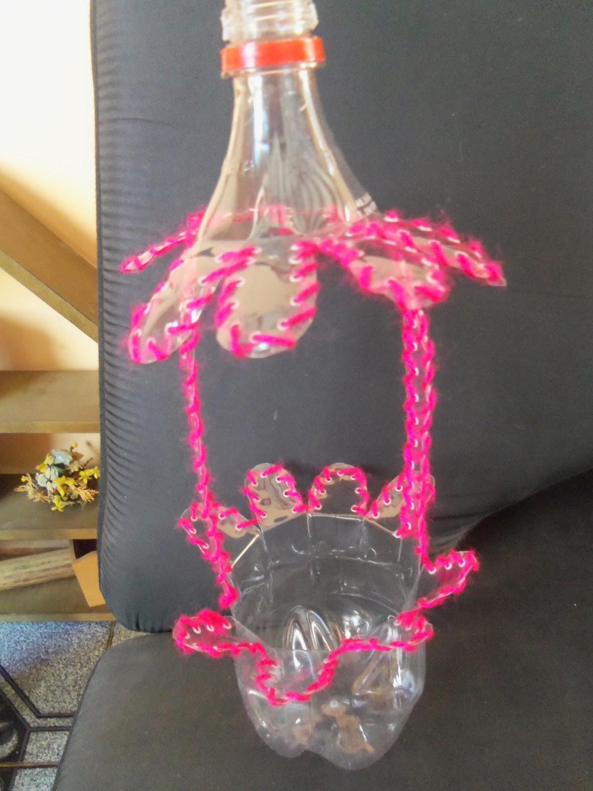 Reciclaje con artesania maceteros colgantes en botella pet - Maceteros de plastico ...