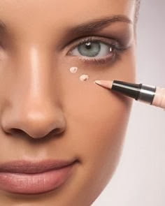 Undereye-Circles-concealer