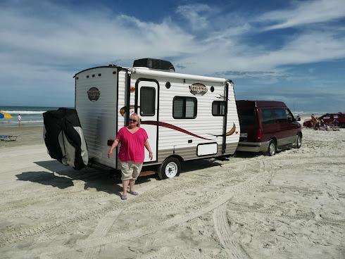 À DAYTONA BEACH, SUR CETTE PLAGE, ON S'EST ENFONCÉ DANS LE SABLE!_______________