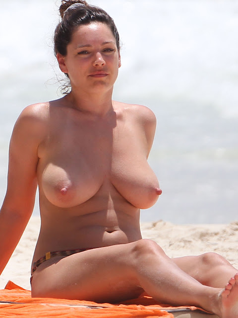 Kelly Brook–Topless