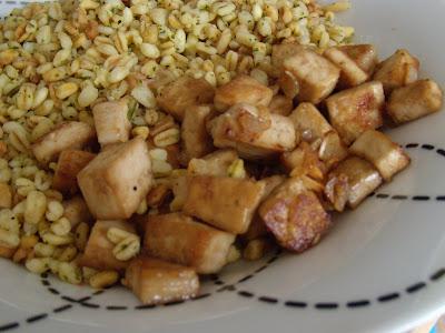 Tofu sauté, sauce soja, ail et piment (vgl). DSCN2034