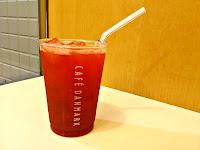 苺とクランベリーのジュース  at カフェデンマルク 名古屋駅店