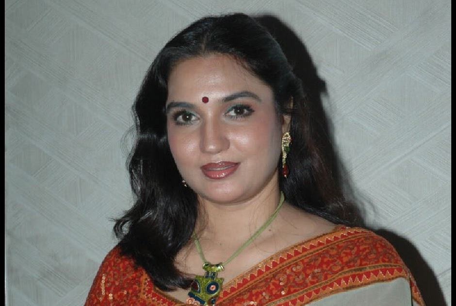 Yesteryear Tamil Actress Sukanya Latest Stills in Saree