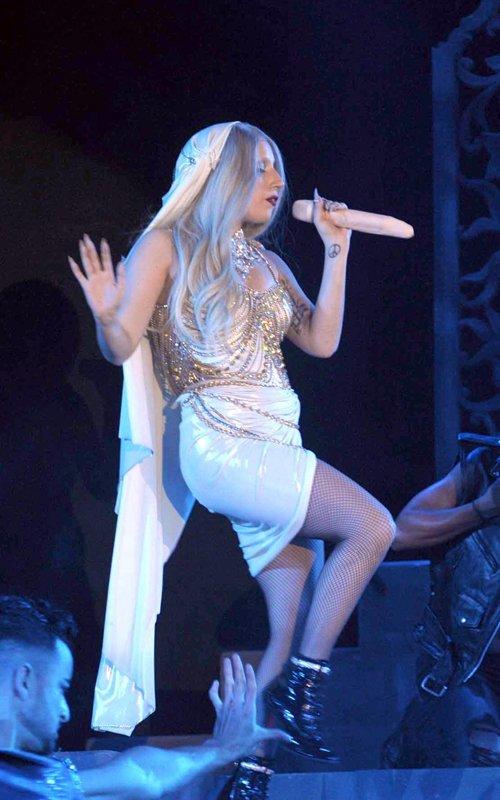Lady GaGa показала свой пенис