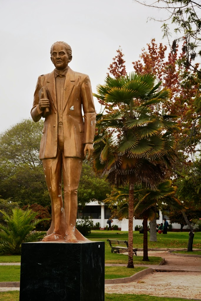 University Campus La Serena statue