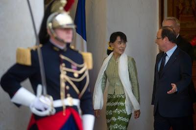 """""""တရားဥပေဒစုိးမုိးေရး"""" အတြက္ Burma ဟု သုံးႏႈန္းျခင္း မျပဳရန္ ေဒၚစုကုိ အာဏာပုိင္တုိ႔ ေျပာျပီ"""