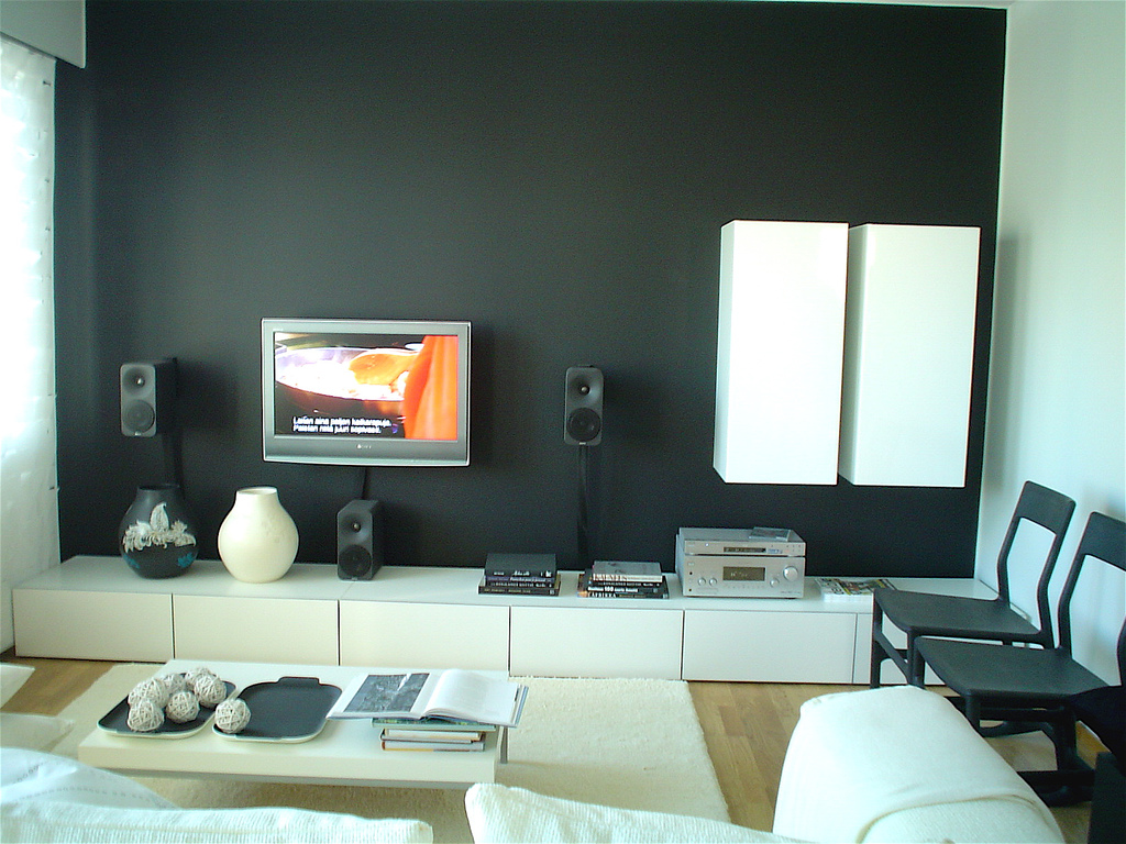 Interior design living room lcd tv for Interior design ideas white living room
