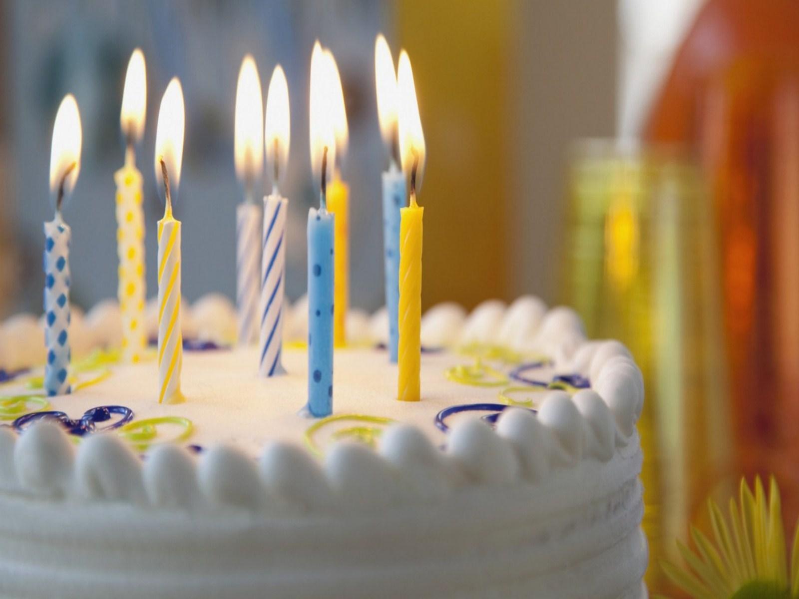 http://2.bp.blogspot.com/-ep6cQT2pVNA/UOSUy8UNgMI/AAAAAAAALUw/ybIYRTAn8SE/s1600/birthday_cake_wallpaper-other.jpg
